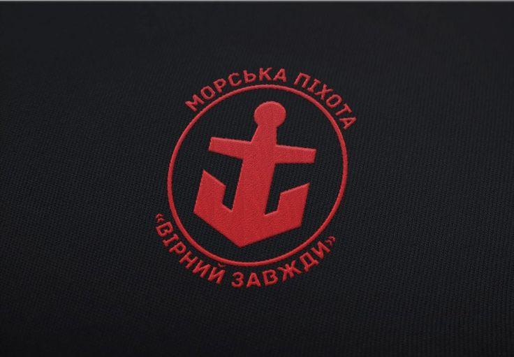 Красный и черный - международные цвета морской пехоты, к тому же они совпадают с украинской национальной колористикой. Такая нашивка будет выглядеть на форме не только стильно и современно, но и насыщенна глубоким национальным смыслом.