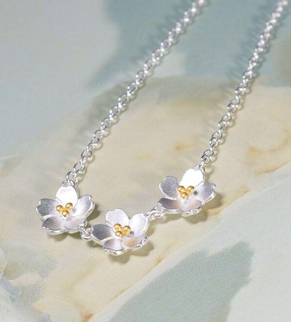 Купить 925 серебряный цветок ожерелье мода серебряная цепочка ключицы короткие ожерелья и подвески для женщин воротником ювелирных украшенийи другие товары категории Подвескив магазине Yiwu Anne Jewelry FactoryнаAliExpress. ожерелье, кулон сердце и ожерелье весело