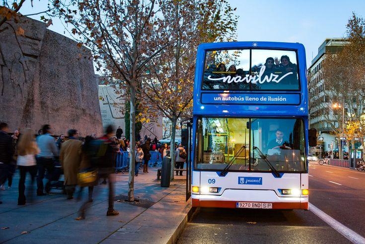 El tradicional Bus de la Navidad de la EMT, bautizado en 2016 como 'Naviluz' tras el concurso de ideas convocado por la empresa municipal entre sus seguidores de Facebook, calienta motores otro año más.   #autobus #ayuntamiento #EDM RADIO #EMT #entrada #luces #Madrid #navidad