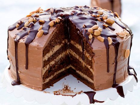 """Snickers chocolate cake   Chokladtårta """"Snickers"""" -- 'Chokladtårta """"extra-allt"""" med smak av saltsöt chokladkola och jordnötter. Om man inte orkar göra två bottnar kan man göra en lägre tårta i två våningar med halva satsen. Tårtan blir god med bara en frosting om man inte känner för att göra alla tre.' /Tove Nilsson"""