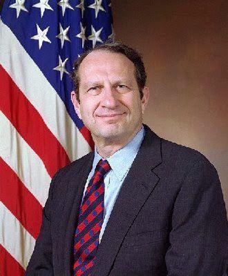 John Deutch, Undersecretary of Defense, 1993 : Denuncia pública del tráfico de cocaína de la CIA a USA por parte de agente policial Michael Ruppert quién fuera amenazado. John Deutch resultó demitido!