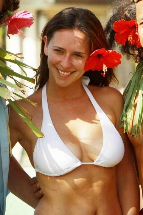 Jennifer aime hewette bikini photo