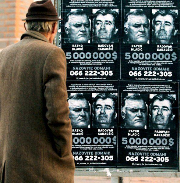 Fahndungsfotos von Karadzic und Mladic (Aufnahme von 2002): Serbiens Regierung...