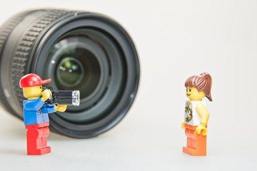 10 részes videó sorozat nyújt szakmai ismereteket, hogyan fotózzunk, fényképezőgépünkön milyen beállításokat alkalmazzunk különböző témákban.