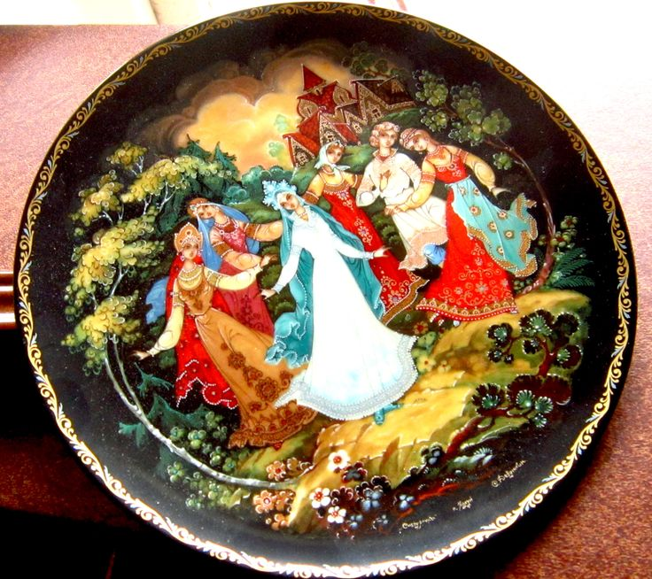 A Dance of Friendship - Legends of the Snowmaiden Bradford Exchange  This is the Fifth in the LEGEND OF THE SNOWMAIDEN Russian Fairytale Series  Bradex 60-K 24-1.5 Designed by Sergei B Devyatkin   Plates can be bought individually or as a set 1-8 for a reduced price (%).