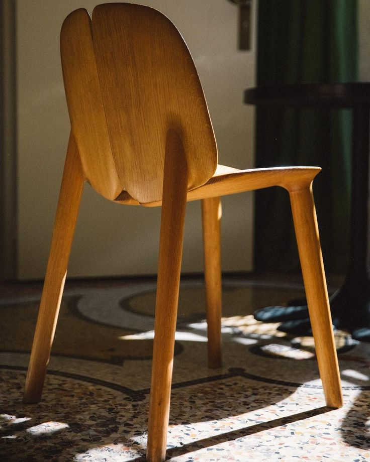 Vous êtes-vous déjà assis sur l'une de nos chaises Osso du fabricant italien Mattiazzi ? Savez-vous à quel endroit on les trouve dans l'hôtel ?  #hotelducloitre #boutiquehotel #mattiazzi #furnitures #arles #instastyle #instadesign #designlovers #design
