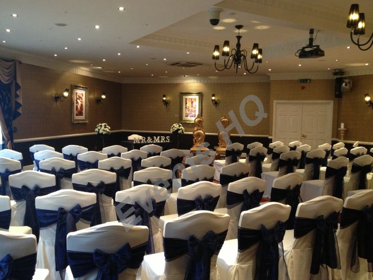 Llyndir Hall, Chair Covers with navy sashes