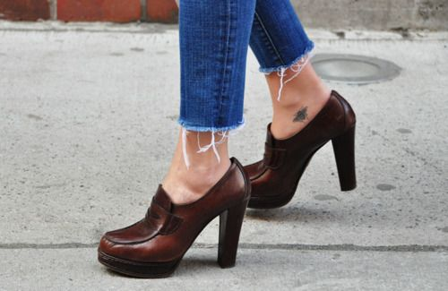 Love. : Bees Tattoo, Fashion Shoes, Small Tattoo, Street Style, Ankle Tattoo, Bee Tattoo, Heels, Leather Shoes, Ink