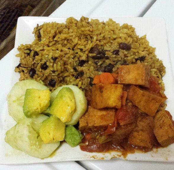 Moro de Habichuelas Negras, Tofu Guisado with Cucumber-Avocado Salad