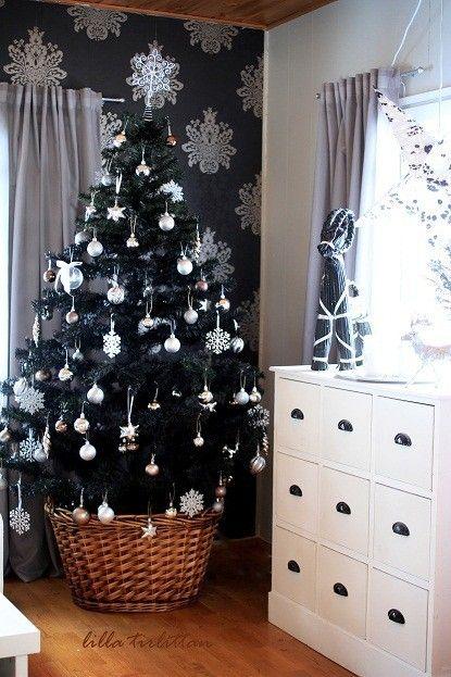 18. luukku - Tirlittan - CASA Blogit Mustaksi maalattu joulukuusi, ei hiono ollenkaan!