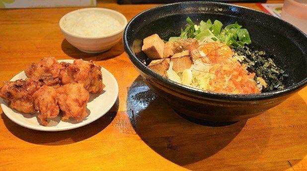 Mobi飯コスパがすごいから揚げ&ご飯が食べ放題のまぜそば専門店 麺IZM ごえん