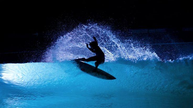 ウェーブガーデンのナイトサーフィンが、もはや芸術の域に   naminori - サーフィンの総合情報サイト