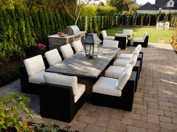 This is my inspiration table.  I think it's time to DIY an outdoor farmhouse table using trex decking.