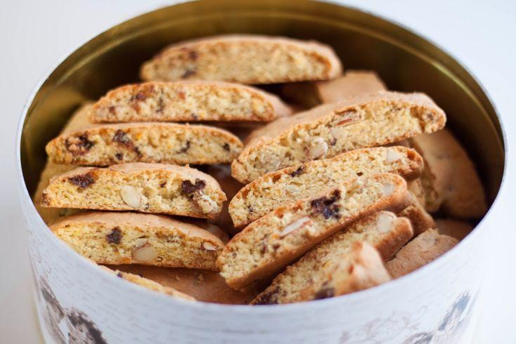 Biscotti er nydelige hjemmelagde italienske kjeks. De dyppes gjerne i Vin Santo, sterk kaffe eller sjokolade. I denne varianten har jeg...