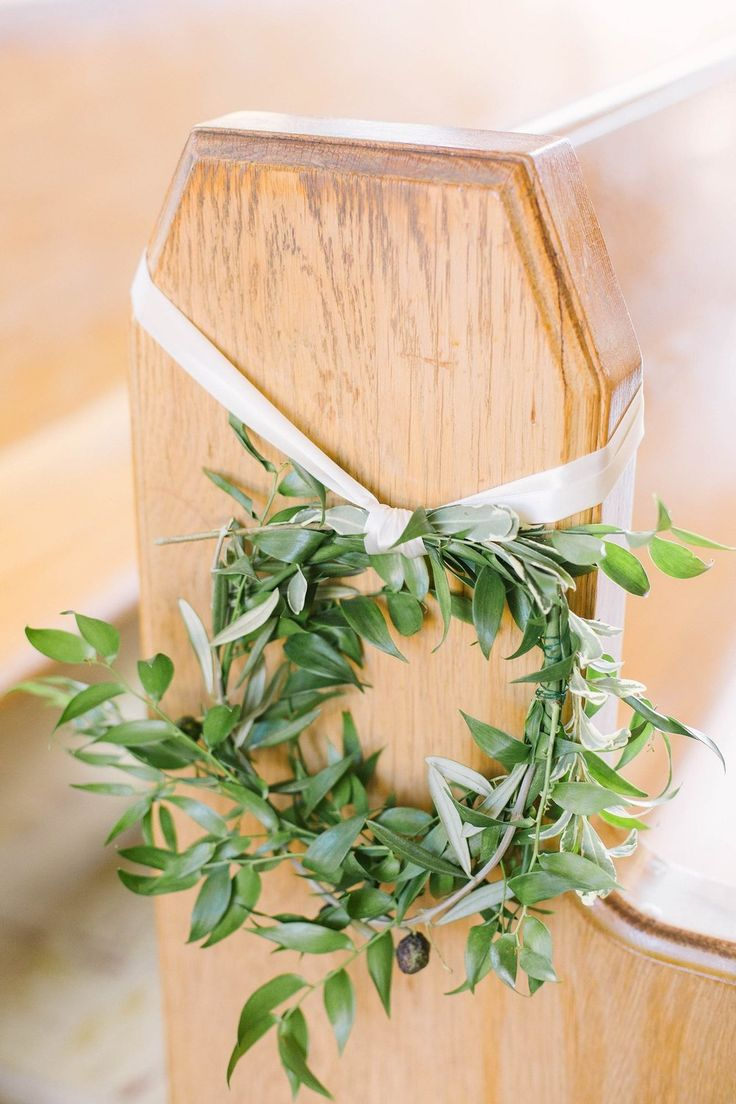 Liuna Gardens wedding, Hamilton ON | Planning & Design by KJ and Co. | Tuscany inspired wedding decor | church pew decor, olive branch wreaths | Photo by Elizabeth In Love