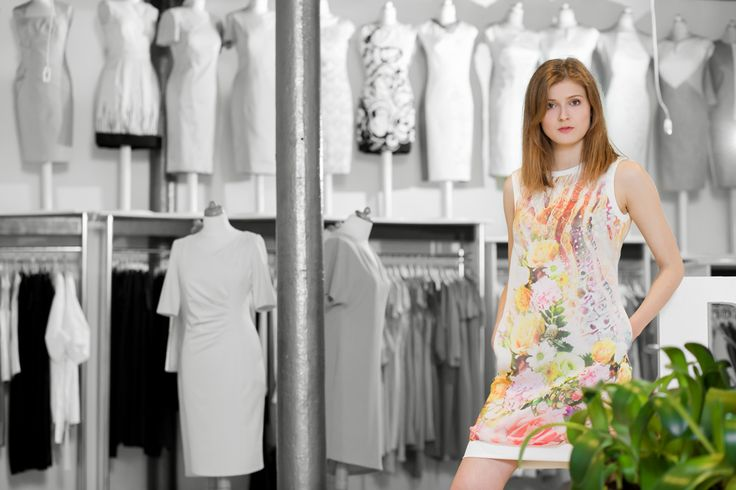 Sukienka w kwiatowy print. Flower print dress. http://www.bee.com.pl/e-sklep/