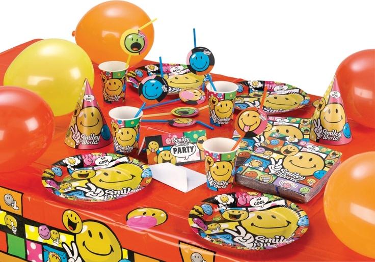 Partiye dair her şey  PartiPaketi'nde bebek, çocuk, genç ve yetişkinlere yönelik 100'e yakın temada, yaklaşık 3000 ürün bulunuyor. Tabak, bardak, çatal-bıçak, masa örtüsü, peçeteden oluşan sofra setleri, mekan dekorları, masa süsleri, parti hediyelikleri, doğum ve doğum günü hediyelikleri, parti oyunları, pinyata, mum, pasta, kurabiye, kostüm, kostüm aksesuvarları, balon ve partiye dair her şey, koleksiyonu oluşturuyor