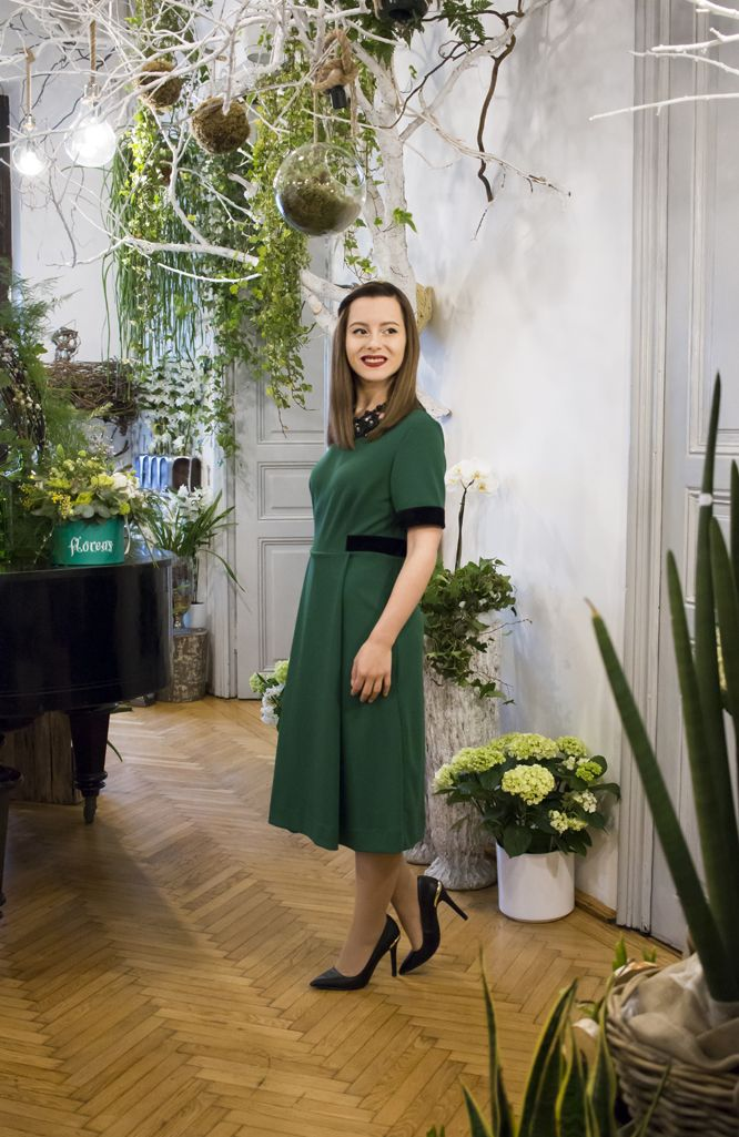 The green midi dress! #mididress #greendress #visiononfashion #fashionblogger #ootd #fashion