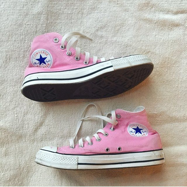 Painfully cute bubblegum pink high top converse trainers. So much wear left in these beauties. Some marks and scuffs on the canvas of the shoe and the whites could do with a little scrub but in otherwise excellent condition 💕