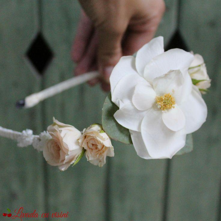 #coronita #flori #madewithjoy #paulamoldovan #livadacuvisini #details #detailsmakethedifference #flowers #reasontosmile #happyflorist #floraldesign #glamelia #bucuresti #bucharest