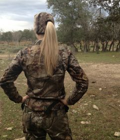 Hunting - Girls    Things you DONT need when hunting!    http://queensofcamo.com/you-dont-need-that/