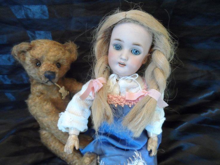 http://www.ebay.de/itm/Seltene-Antike-Heinrich-Handwerck-Puppe-189-/152005101489?hash=item236435c7b1:g:T~EAAOSwP~tW2xZ5