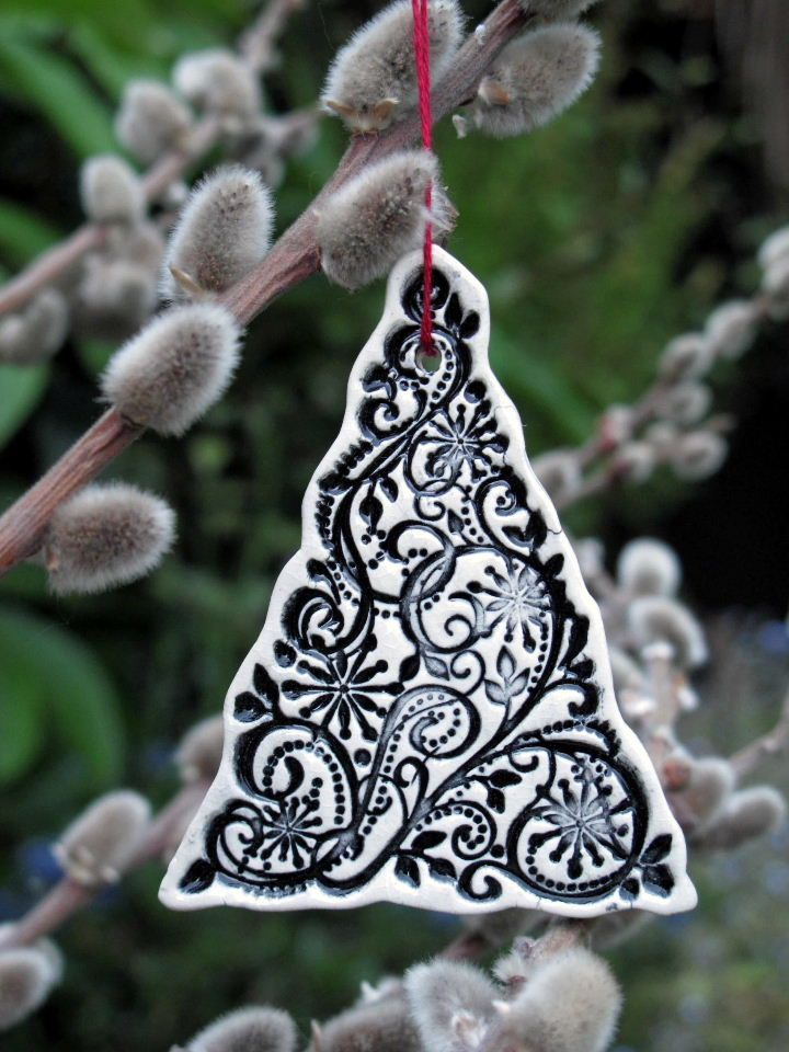 3 x Ceramic Christmas Tree Decorations / Red, Black or White