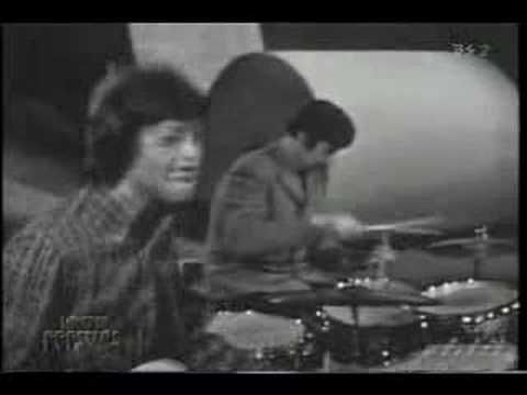 The Spencer Davis Group - Keep on Running - 1965- YouTube (where Steve Winwood got his start....)