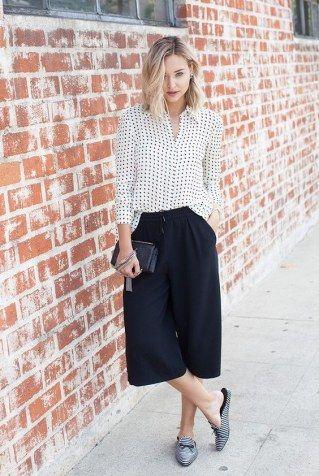 Culottes+kombinieren:+Business-Look+mit+Bluse+und+Loafern
