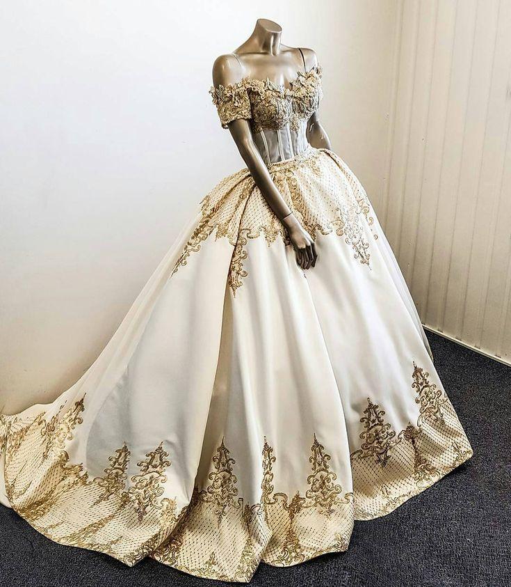 Dieses Hochzeitskleid aus Gold und Elfenbein fühlt sich königlich an. Kundensp…