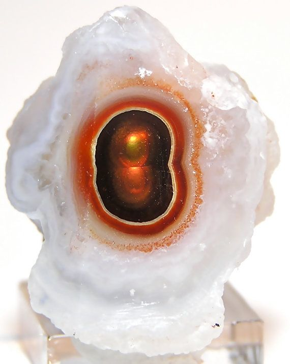 Fire Agate: grounding stone that enhances mental functions and promotes intellectual, emotional, and physical balance | #perspicacityparty #magicgeodes