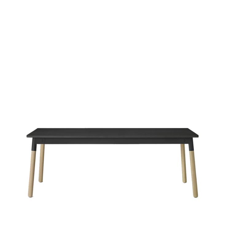 Adaptable matbord - svart, svart sarg, ben i ek - Matbord – Möbler från Svenssons i Lammhult