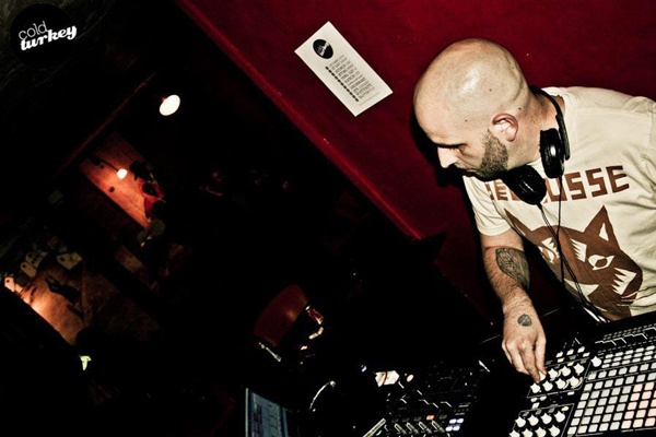 Shame on you James... Q with #CapeTown-based producer/DJ Jumping Back Slash.    http://www.onesmallseed.com/2012/10/shame-on-you-james-q-a-with-jumping-back-slash/