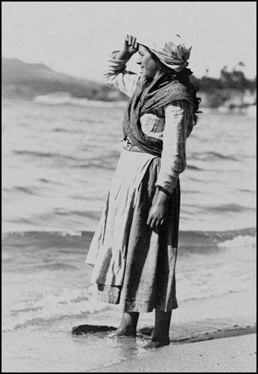 Rianxo. Agardando ao mariñeiro. 1900. Julio Fernandez de los Rios.