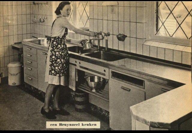 Reclame foto uit brochure 1947 Bruynzeel keukens