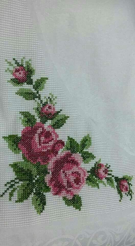 Rosas bordada en punto cruz