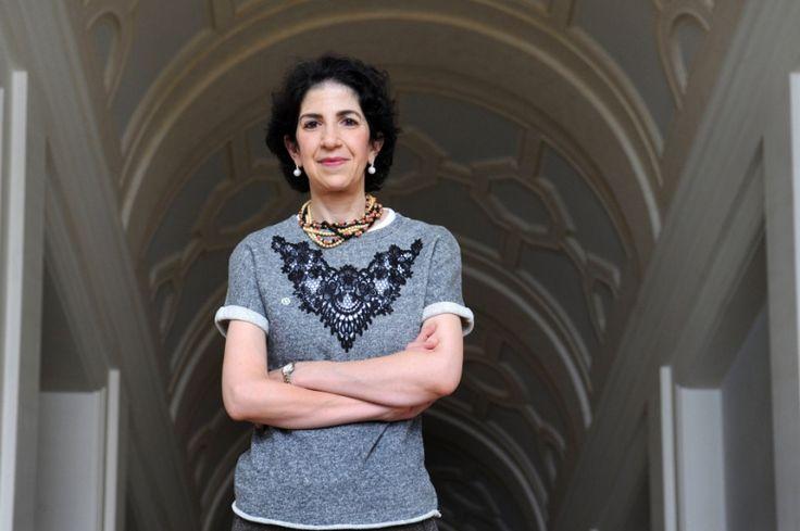 FABIOLA GIANOTTI - PRIMA DONNA A CAPO DEL CERN. La fisica italiana che nel 2012 era a capo di uno degli esperimenti che portò all'individuazione del Bosone di Higgs è dal 1 gennaio 2016 Direttore Generale del CERN, prima donna in assoluto a guidare il più importante laboratorio di fisica al mondo. Altri due italiani hanno ricoperto questo incarico prima di lei: Carlo Rubbia e Luciano Maiani.|