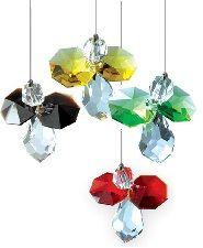 Facet geslepen kristal geboorte-engeltje met gem gekleurde kristallen vleugels voor elke maand van de dierenriem kalender.