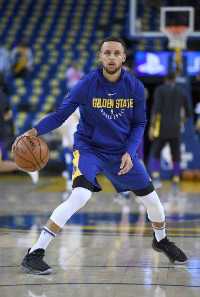 d881d52a1c9 Stephen Curry of the Golden State Warriors wearing a new Under Armour  basketball show works out