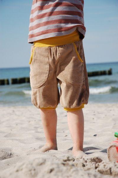 kurze Cordhose, beige // corduroy shorts, beige by Lejonhjärta via DaWanda.com