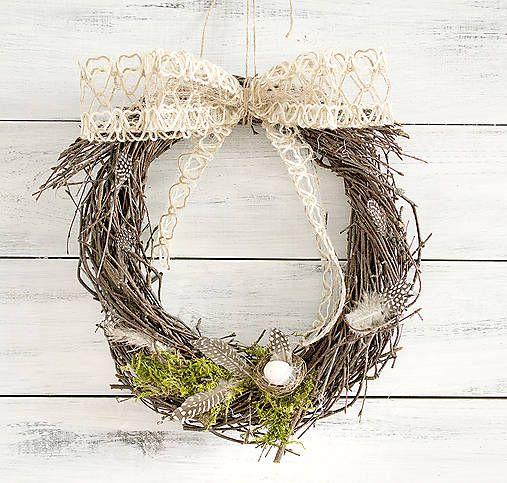 Natur Easter wreath, nest, moss, feathers, twigs  http://www.sashe.sk/Pipistrela/detail/prirodny-velkonocny-veniec