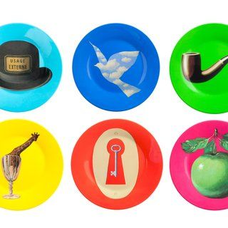 René Magritte - Set of six plates (Hat, Pipe, Bird, Giraffe, Apple, Lock), Design and Decorative Arts