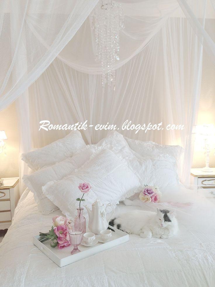 Cuarto Matrimonial casi igualito al mio! Me encantan las cortinas/mosquiteros blancos asi sobre la cama, se ve precioso