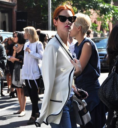 """Uma das minhas """"queridinhas da moda"""" preferidas, Taylor Tomasi Hill, dando start nos seus looks incríveis e inspiradores das semanas de moda que vem por aí: Procurarei incansavelmente muitas fotos da moça e seus looks para postar aqui. Fashion stalker!!!! Foto: Style.com"""