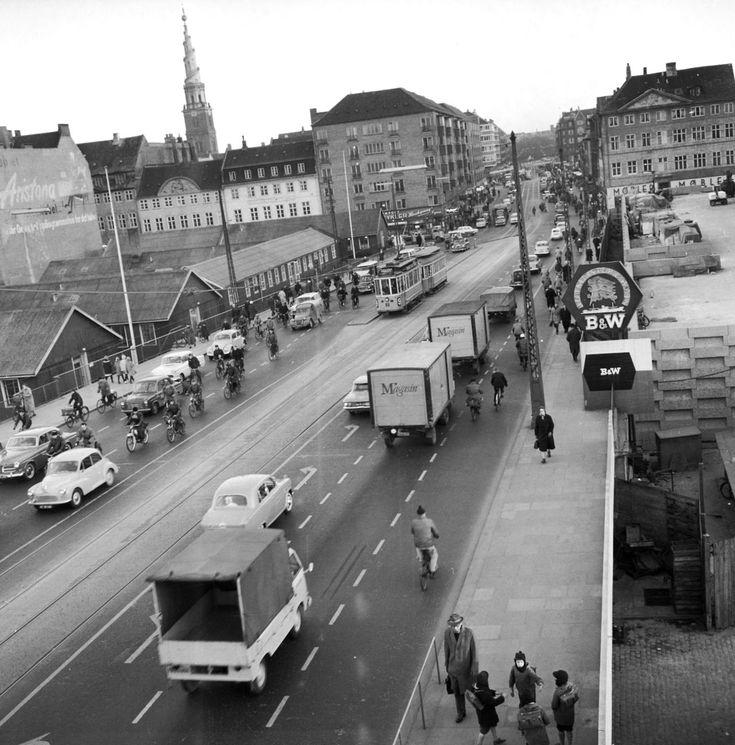 Trafik på Torvegade. Vor Frelsers kirketårn ses i baggrunden.; Traffic on Torvegade in Copenhagen. The tower of Vor Frelsers church ( Our Saviors church) seen in the background.;