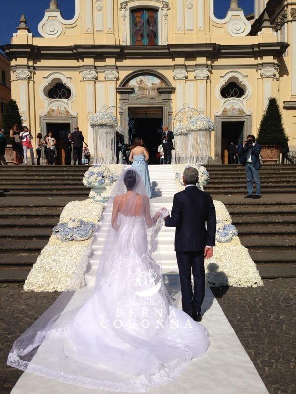Abiti sposa Napoli. L'interpretazione dell'abito nuziale a sirena di L'Atelier Elena Colonna #abitisposanapoli