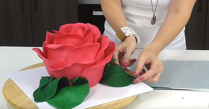 Woman Makes Beautiful Rose Cake Of Epic Proportion via LittleThings.com