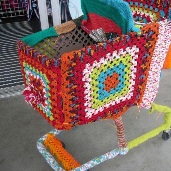 39 best yarn bomb images on Pinterest | Yarn bombing, Street art ...