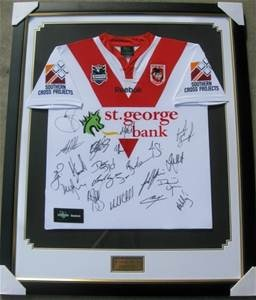 Local NRL Team, the St George Illawarra Dragons donated a signed jersey as a silent auction prize which sold for over $1,000.