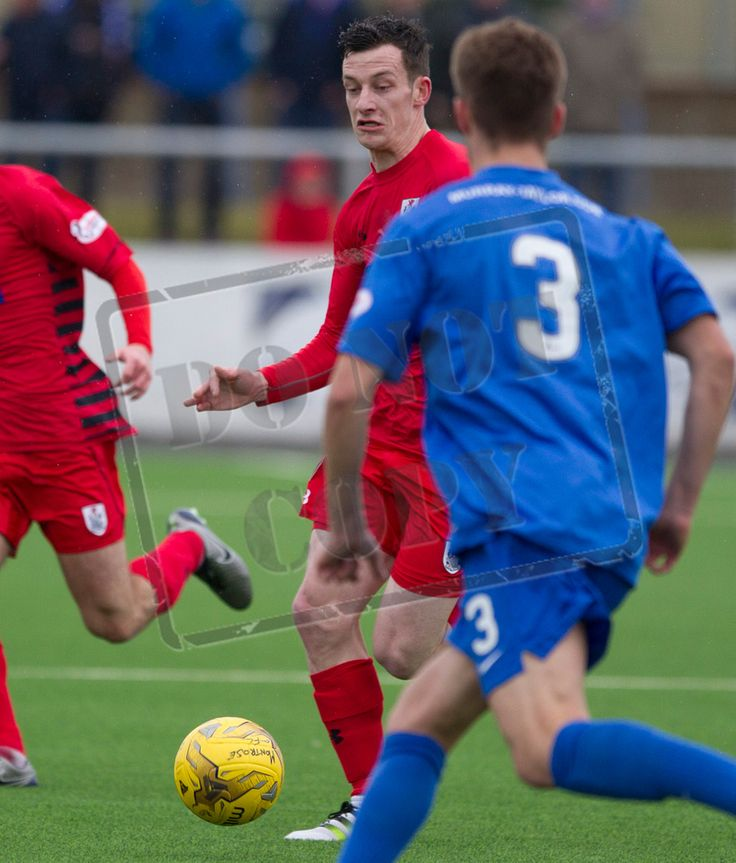 Queen's Park's David Galt on the ball during the SPFL League Two game between Montrose and Queen's Park.